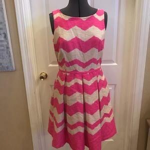 Just Taylor sz 10 pink chevron print dress